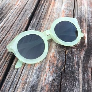 URBAN OUTFITTERS | SUNGLASSES